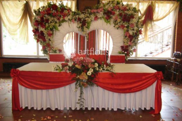 Оформление свадебного фона стола