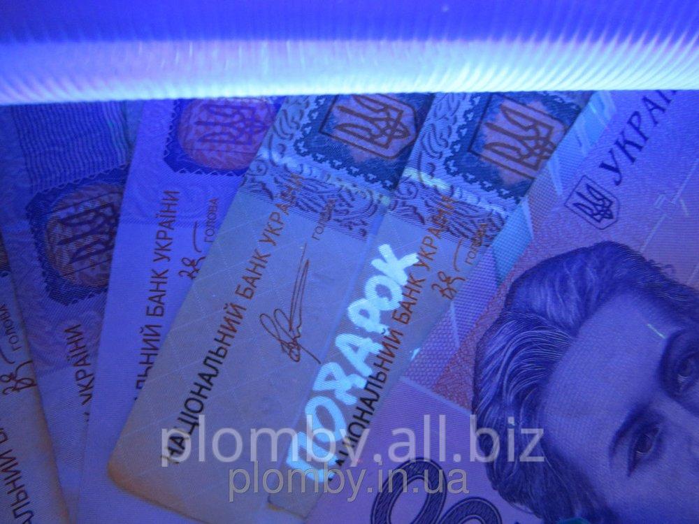 Детектор валют - фонарь ультрафиолетовый + 4 батарейки в комплекте
