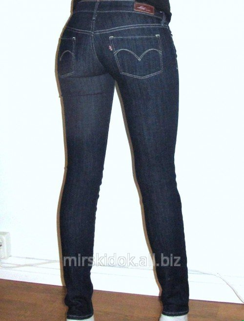 on feet images of pretty cheap closer at Levis skinny jeans female on a figure with a waist of Levis bold curve  skinny W30