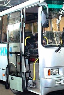 Привод дверей автобусов подъемноповоротный