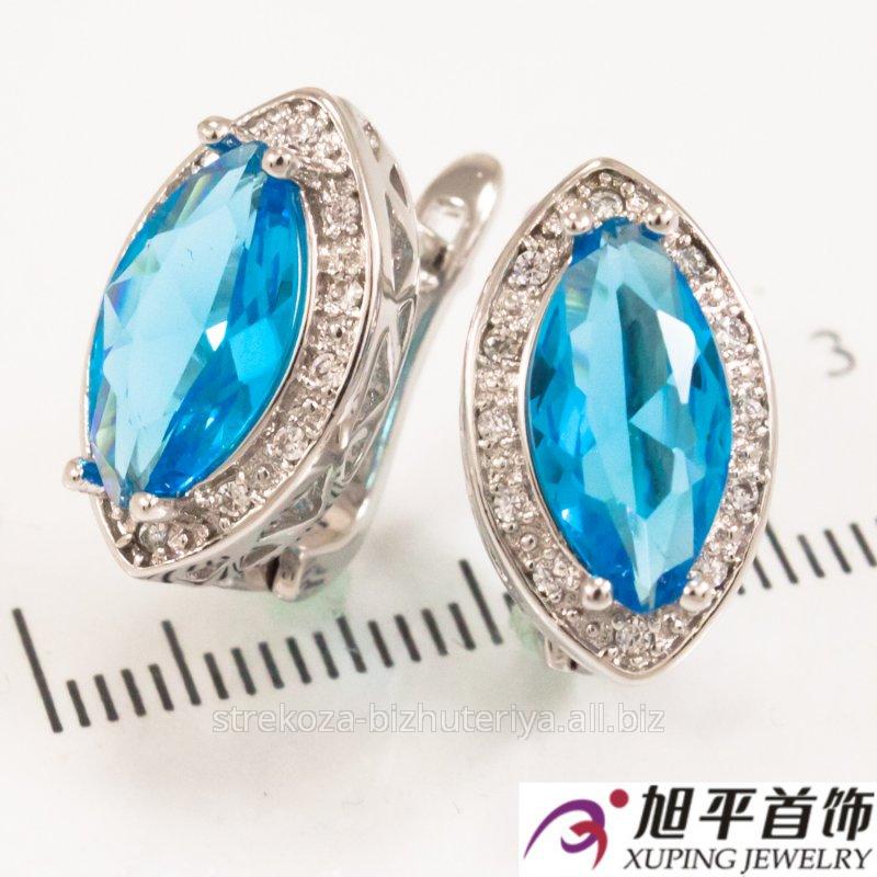 """Купить Серьги родиум """"Зауженный большой голубой камень в оправе мелких камней"""" 324940(2)"""