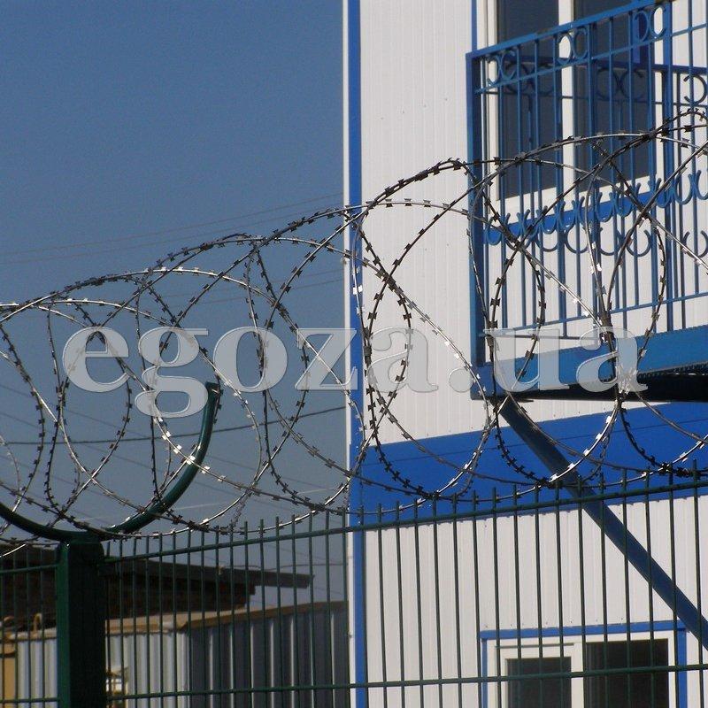 Спиральный барьер безопасности СББ Концертина (Спираль Бруно) диаметром 500 мм на пяти скобах