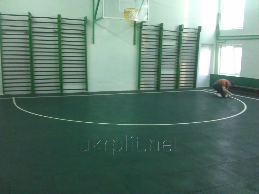 Травмобезопасная резиновая плитка для занятий спортом