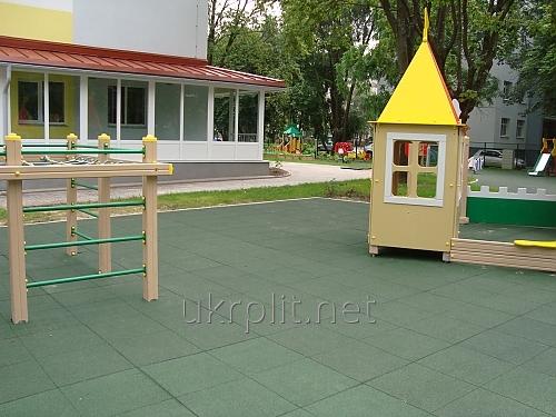 Противоскользящее резиновое покрытие для детских площадок