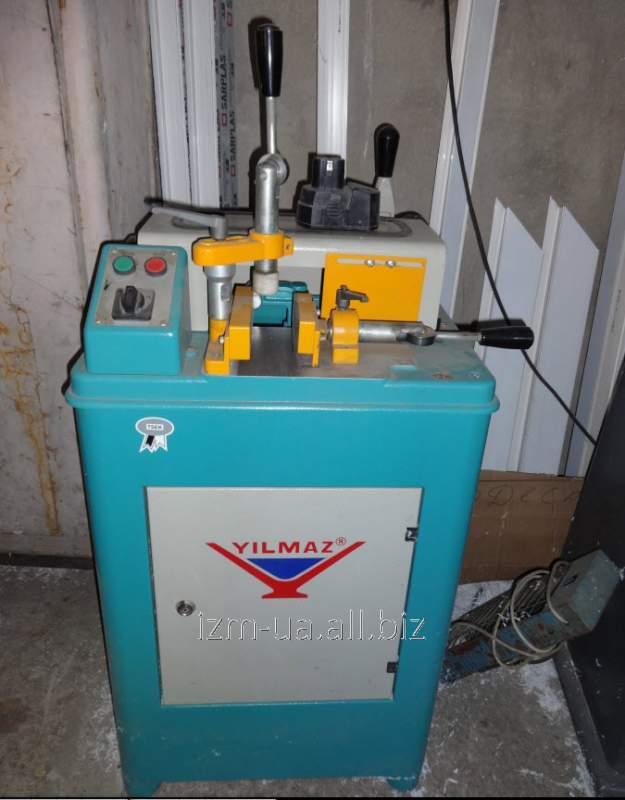 Станок Yilmaz KM-210 предназначен для торцовки импостных оконных профилей из ПВХ и алюминия