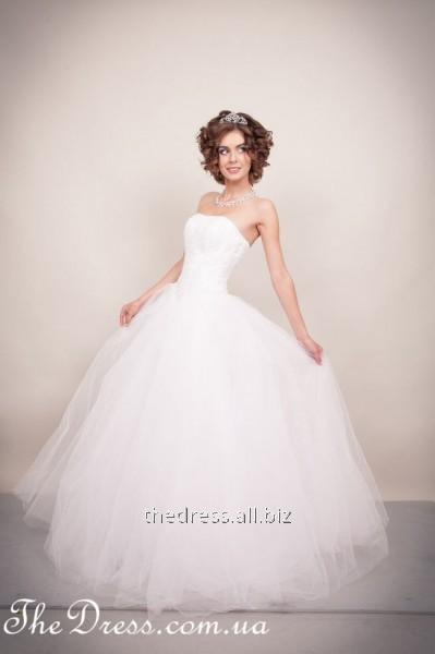 5affbcb515e Свадебное платье белого цвета с пышной юбкой из фатина