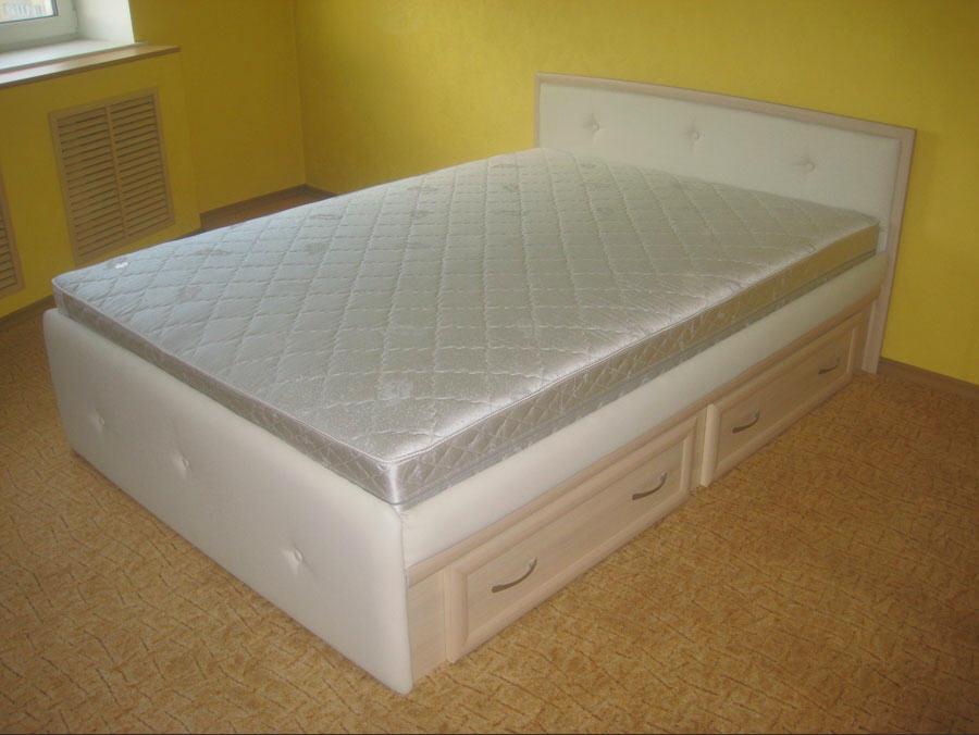 Фото двуспальных кроватей. Купить 2 х спальную кровать с мягким изголовьем. Каталог цен двуспальных кроватей на 360.ru
