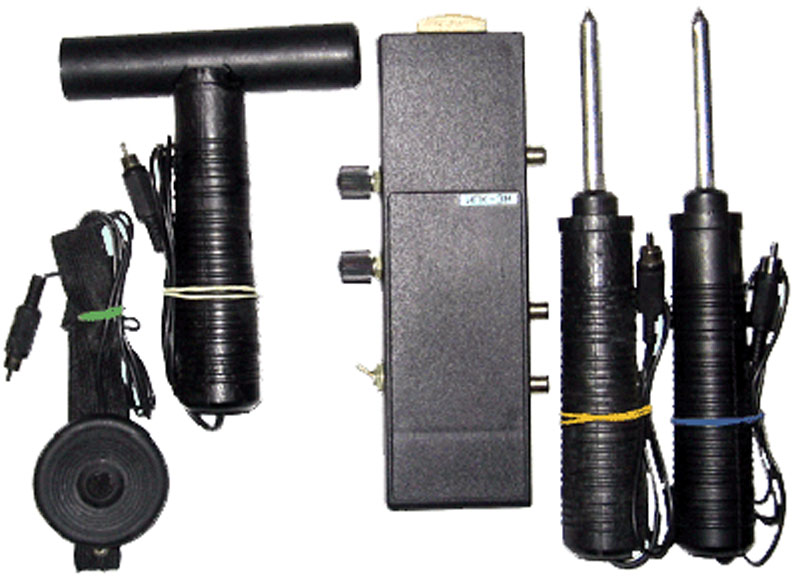 Купить Искатель повреждений коммуникаций ИПК-3М предназначен для определения трассы, глубины залегания и мест повреждения: кабельных линий связи, линий радиофикации, силовых кабелей подземной прокладки или воздушной подвески, а также трубопроводов тросов и др.