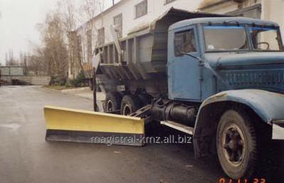 Боковой отвал к автомобилю КрАЗ. Навесное оборудование для коммунальной техники