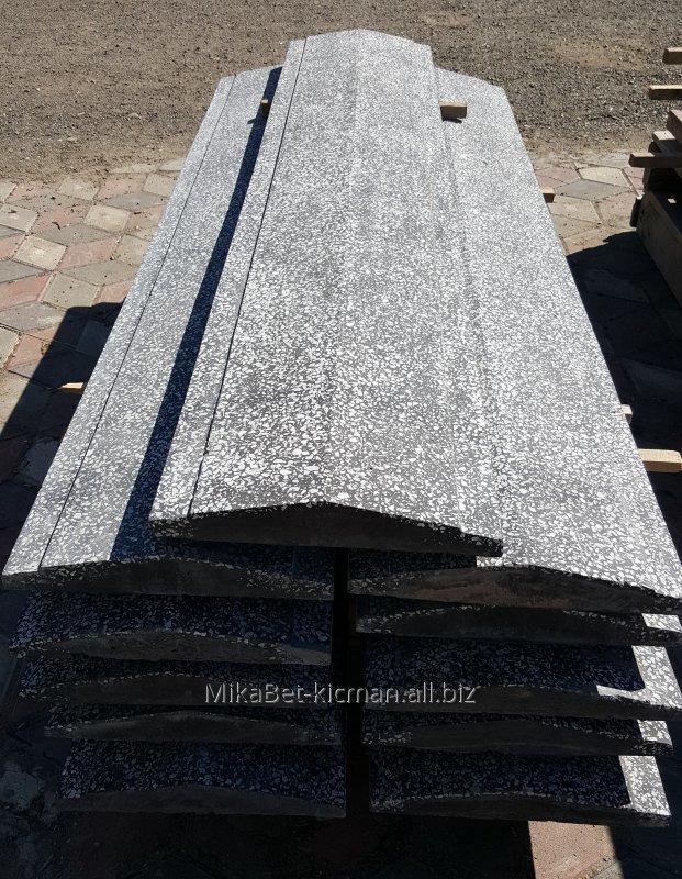 Парапет на забор, ширина 18 см., бетонный, с мраморной крошкой,