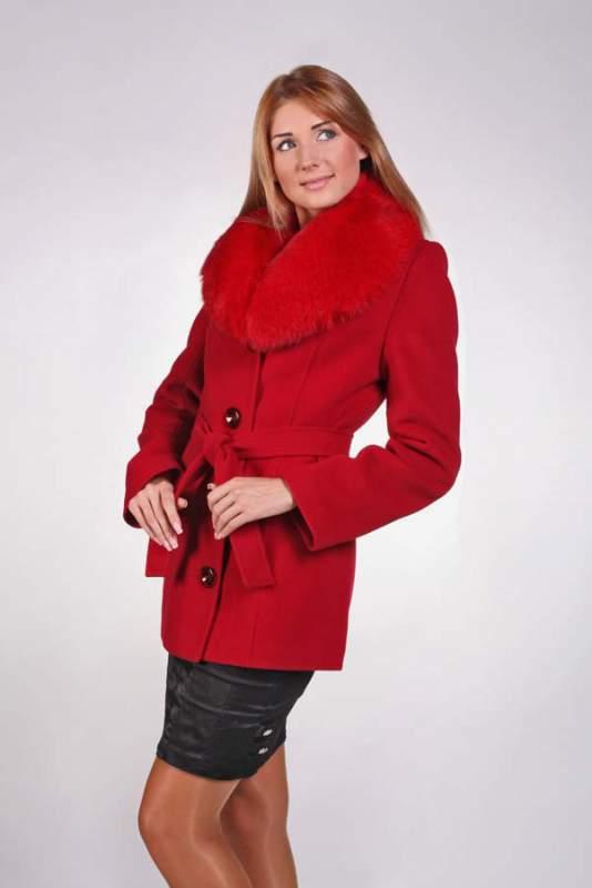 Зимове коротке пальто жіноче з хутряним коміром (півпальто) купити в ... f2132d5d163ca