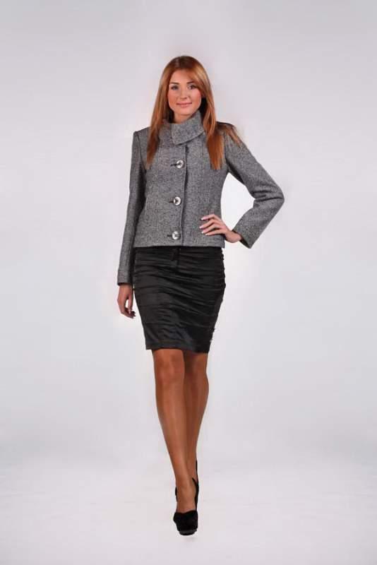 Весняне жіноче коротке пальто c8809504c8bab