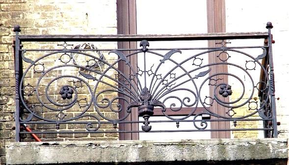 перила кованые фото на балкон