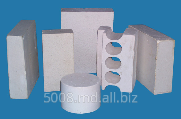 High-efficiency calcium hexaluminate lightweight refractories and filler