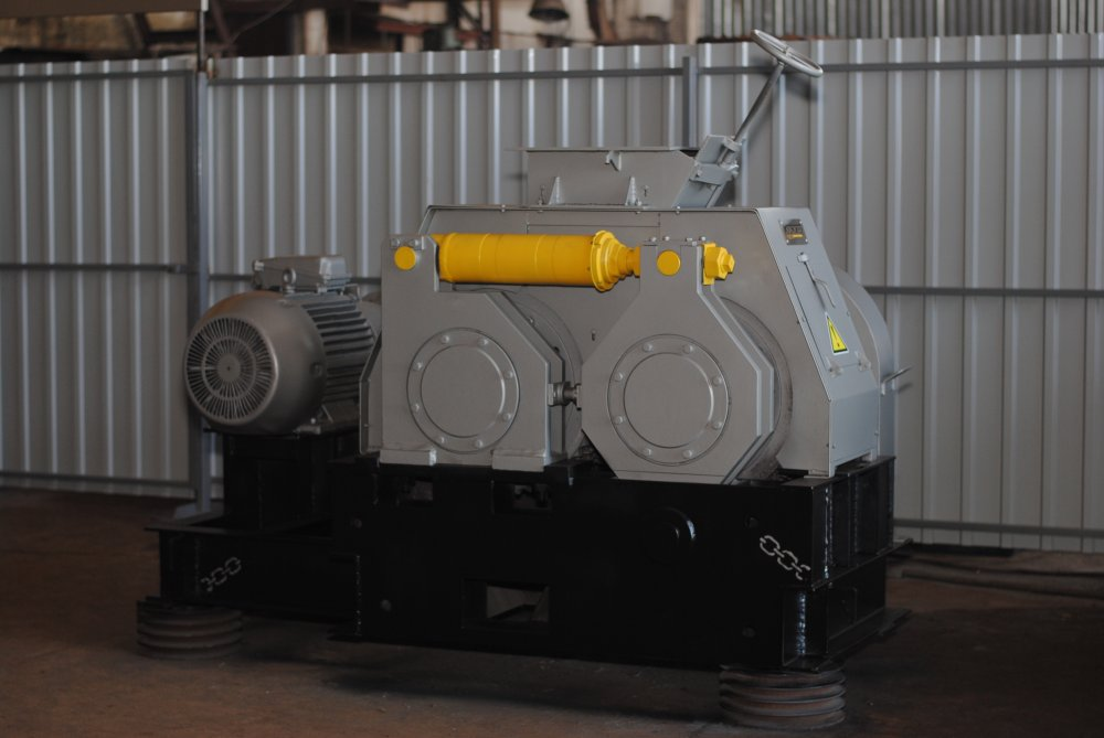 Press equipment for the production of peat briquettes