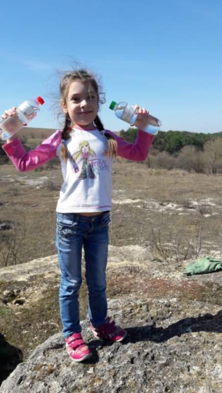 Вода негазированная в бутылках в упаковках по 6 штук