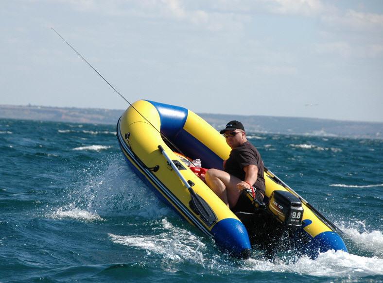 как выбрать моторную лодку для отдыха