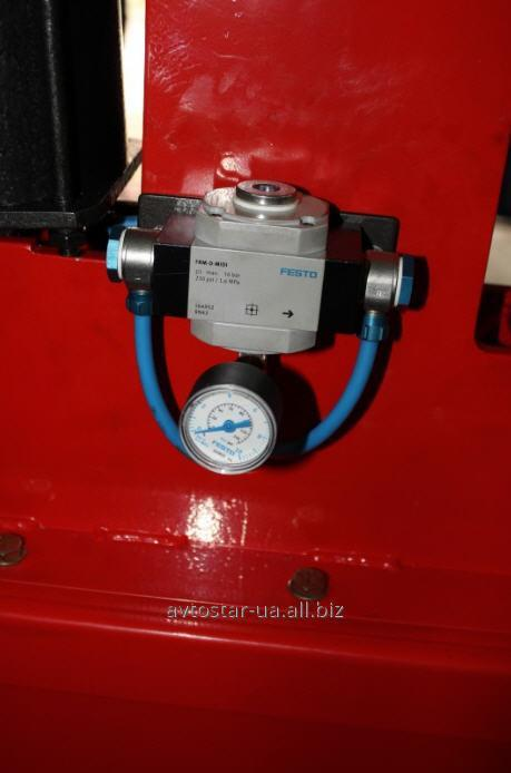 The machine for a klepka of brake shoes of trucks, the pneumatic device