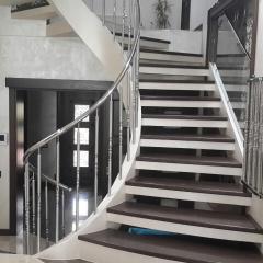 Перила стальные для лестниц, балконов из нержавеющей стали с покрытием нитрид титана