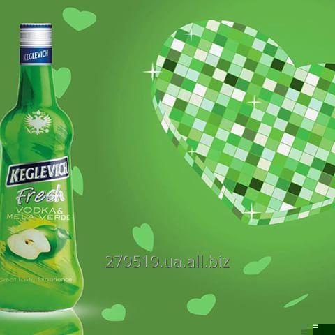 Водка Keglevich Apple (Кеглевич Яблоко) 2л. + 3 стакана