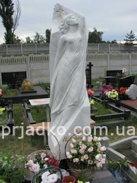 Мемориальная скульптура из гранита