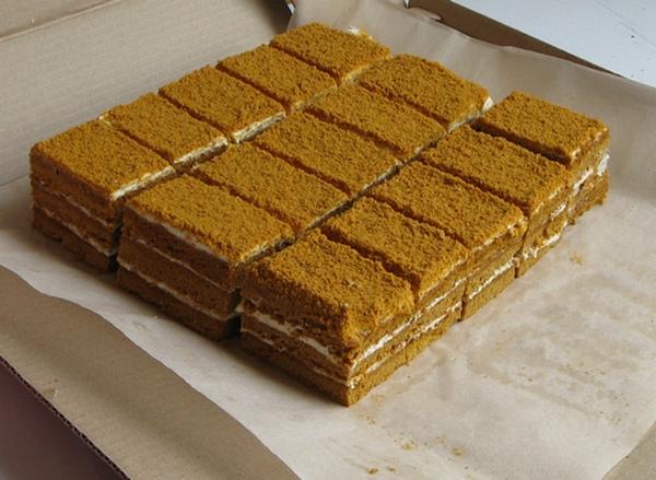 Пирожные торты медовик оптом с