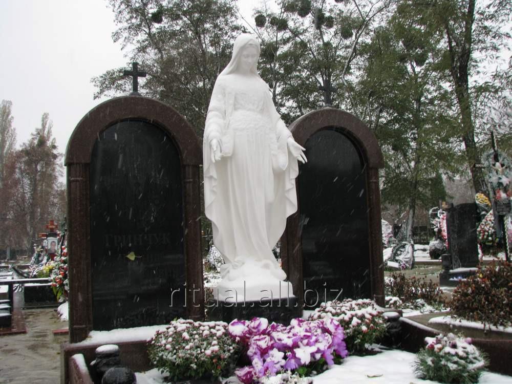 Статуя Богородицы