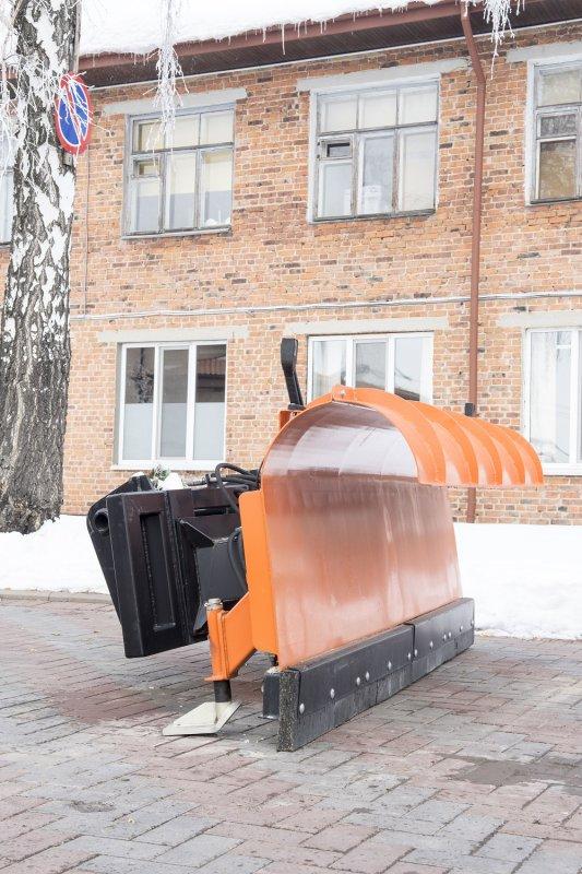 Насадка для чистки снігу (відвал)