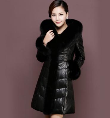 Купить Женский кожаный пуховик с меховым капюшоном. Модель 989