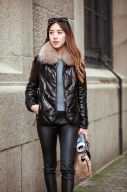 Купить Женская модная куртка- пуховик с меховым воротником. Модель 1019