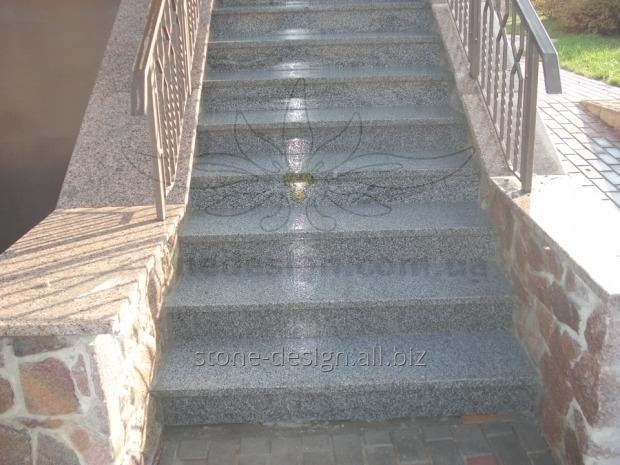 Купить Лестница из гранита с накрывками. Материал: Покостовский гранит (Украина), Межериченский гранит (Украина)