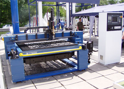 Laser cutting machine Kharkiv - L, the size of the cut sheet 3000h1500mm, cutting thickness up to 62mm, CNC control CNC -210 Baltsistem (Russia), motors, gearboxes, drives the company Lenze (Germany), Laser LS-1 is powerful. 1 kW, manufactured in Pole (Ru