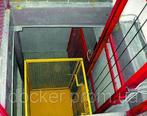 Подъемник консольный Docker электрический 1400х1200 мм, ход 4м, г/п 1500кг