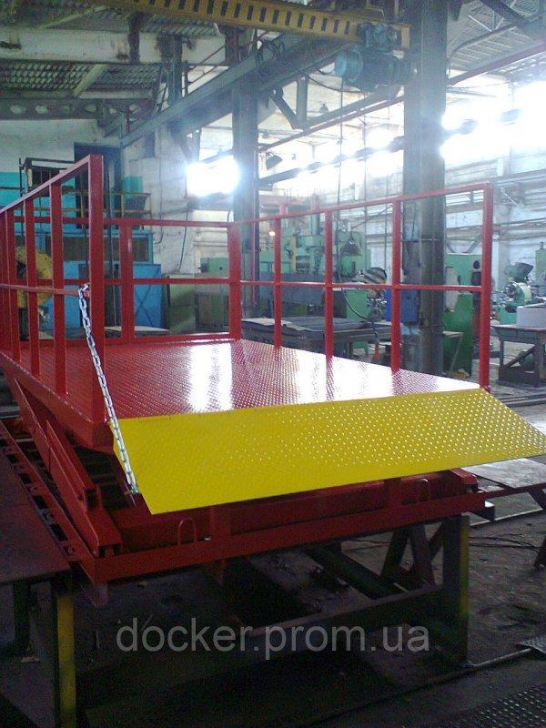 Стол подъемный Docker гидравлический 2500х1500мм, ход 1,6м 1т