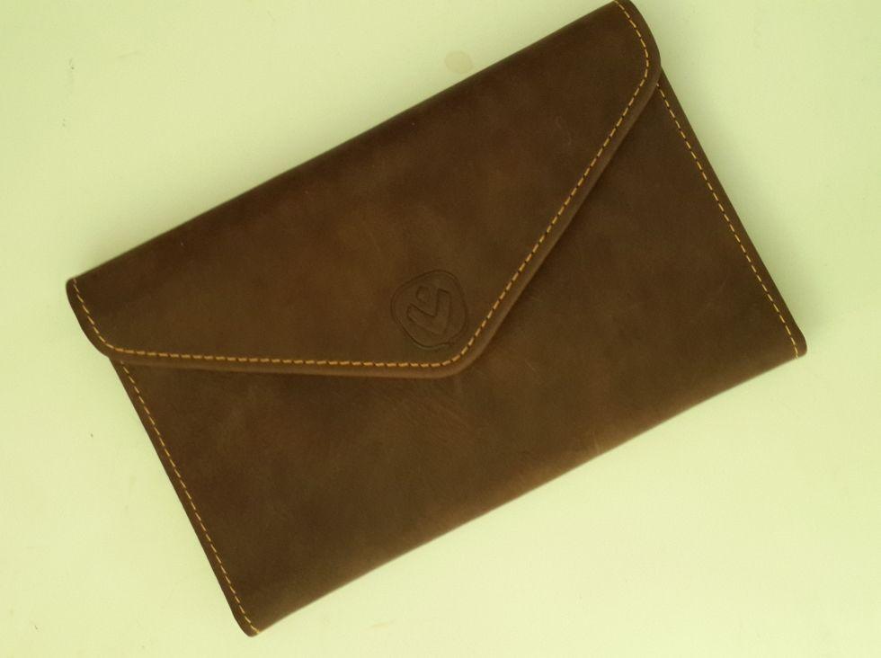 Дорожный кошелек Valenta из натуральной коричневой кожи.
