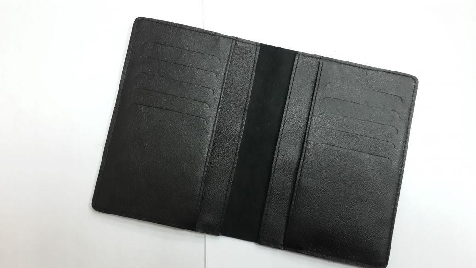 Кожаная черная обложка-портмоне для паспорта и документов Valenta