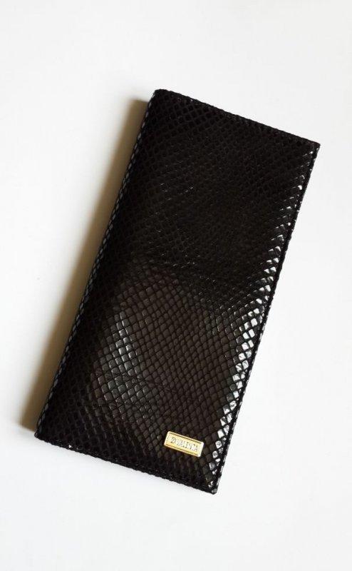 Кожаный женский кошелек Valenta черного цвета с тиснением змея
