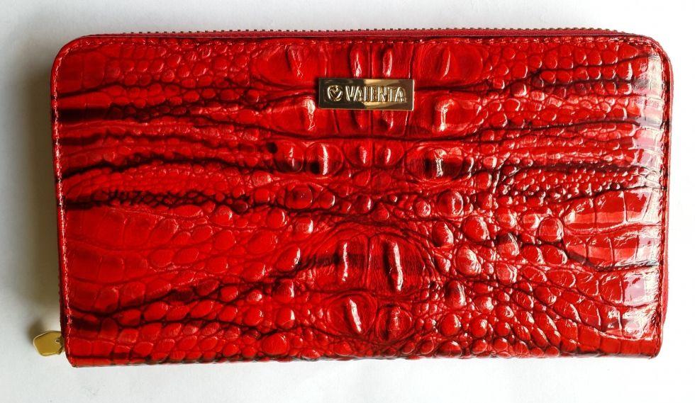Кожаный женский кошелек на молнии Valenta красный лаковый кроко