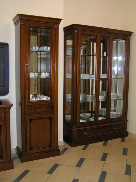 Купить Изготовление шкафов с витриной из массива дуба