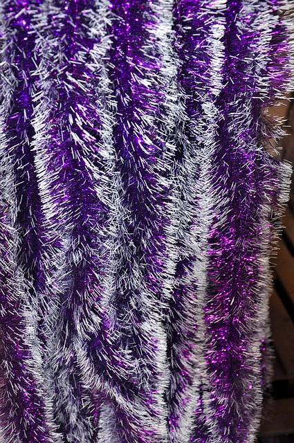 Мишура фиолетовый белый кончик, длина 1.5м, диаметр 100мм.