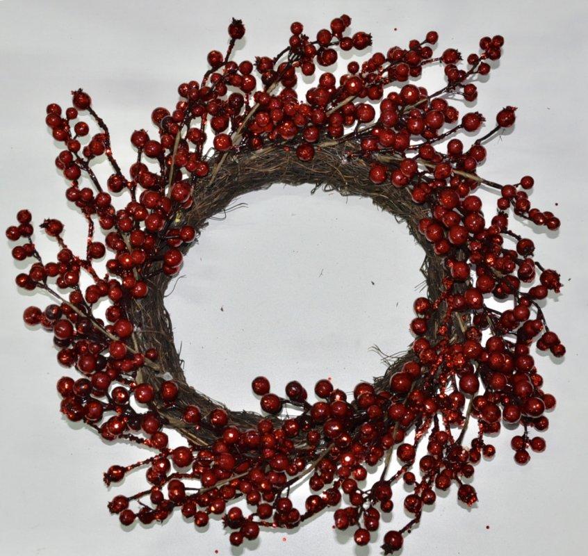 Венок из хвои рождественский.Сиреневый декор.40см диаметр