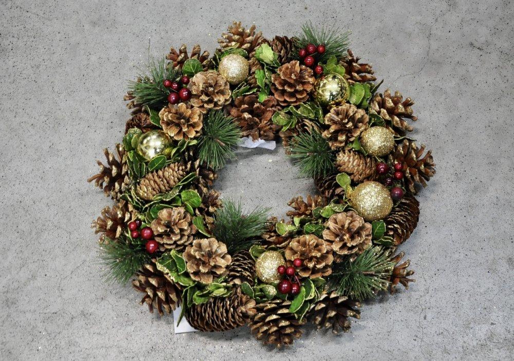 Гирлянда из хвои рождественская.Золотистый декор.180см