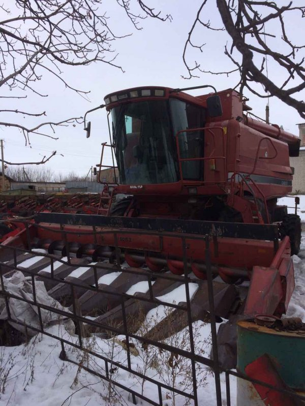 The combine Keyes 2388 (\at) z a set of harvesters
