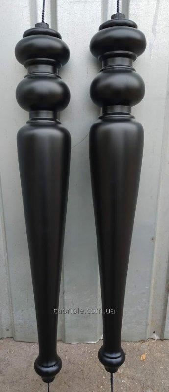 Furniture legs, fine-molded of a tree.