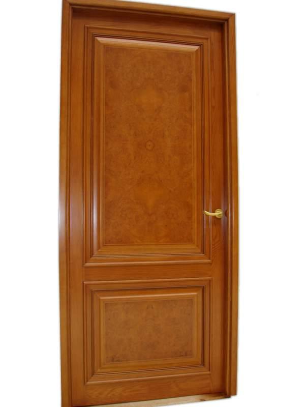 Дверь из массива для офиса
