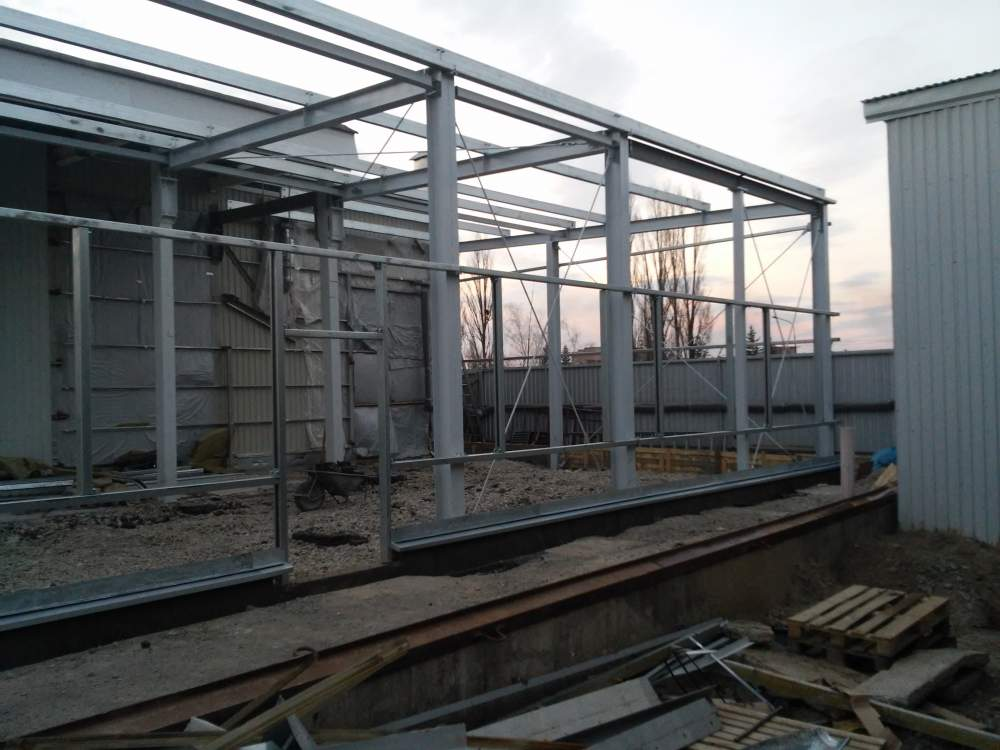 Metal frame for greenhouses