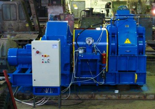 Брикетировочный валковый пресс для переработки оксидов железа.