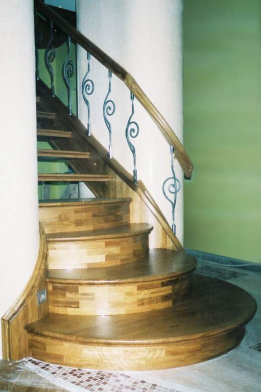 Купить Лестницы деревянные, металические, бетоные Киев