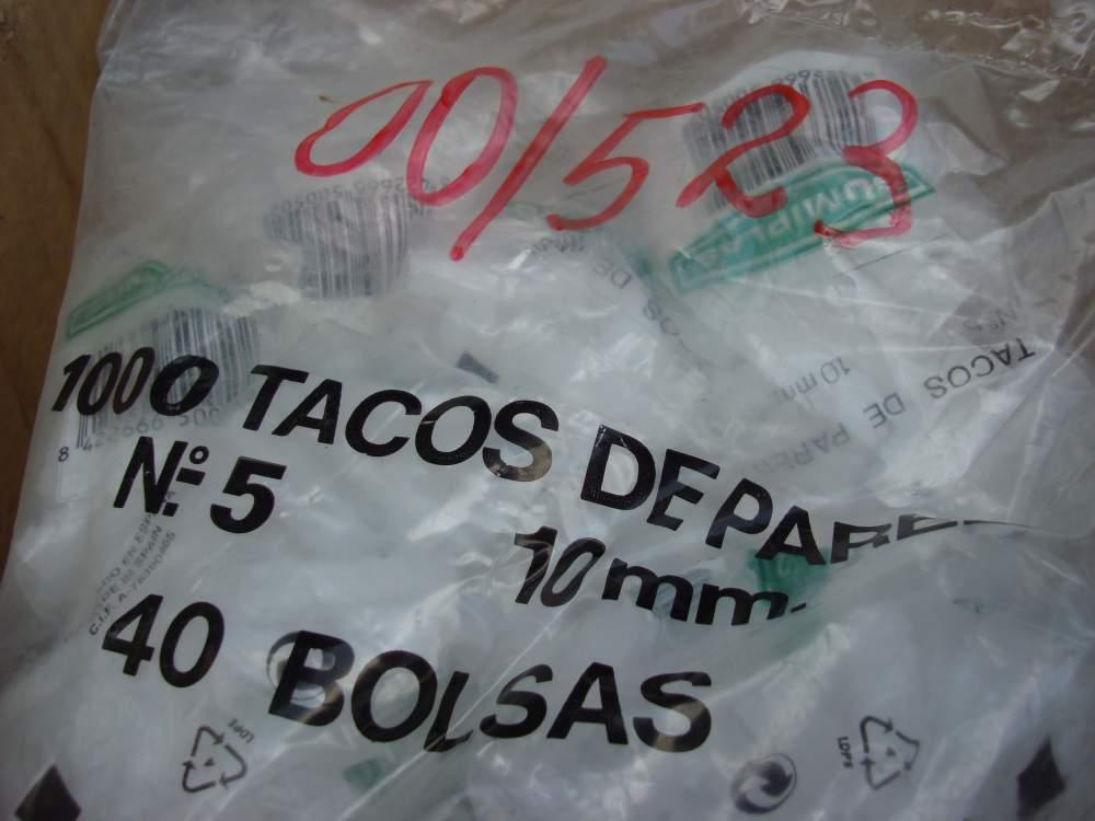 Дюбель универсальный Tacos de pare