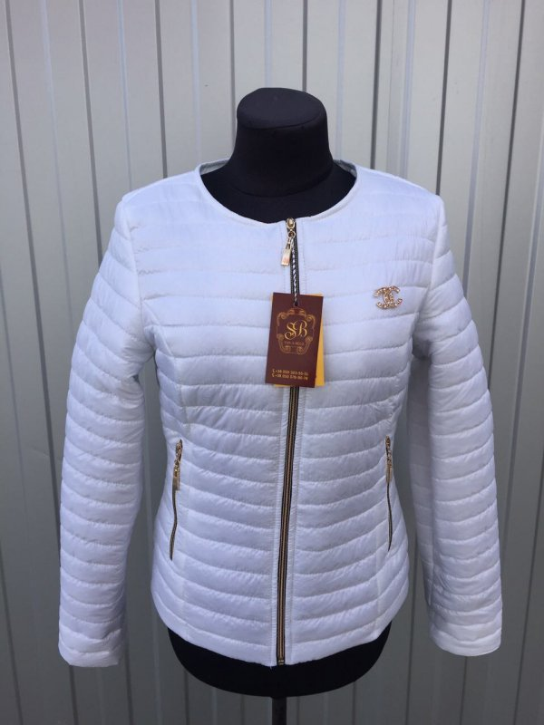 Куртка женская весенняя, модель Шанель; цвет белый